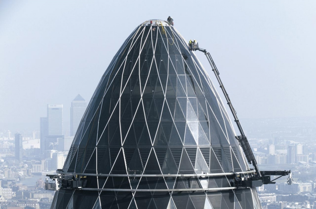 The gherkin - 30 st. mary axe tower showing dome-shaped summit