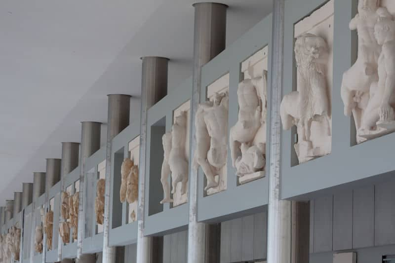 New Acropolis Museum sculpture display