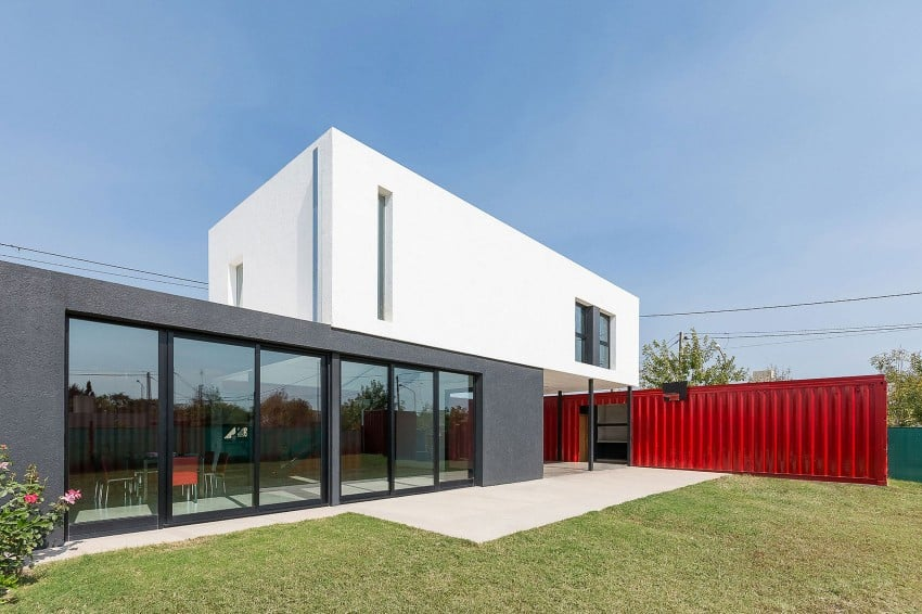 Container House by José Schreiber Arquitecto