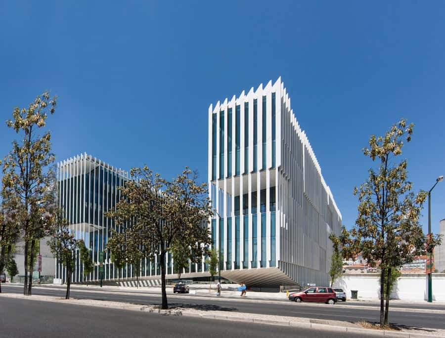 Edp headquarters in portugal by aires mateus vertical for Architecture lisbonne